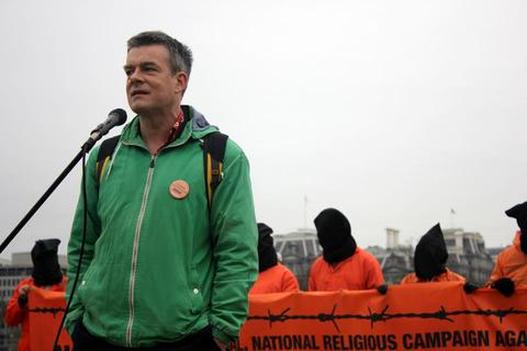Andy Worthington outside the White House calling for the closure of Guantánamo on January 11, 2013 (Photo: Palina Prasasouk).